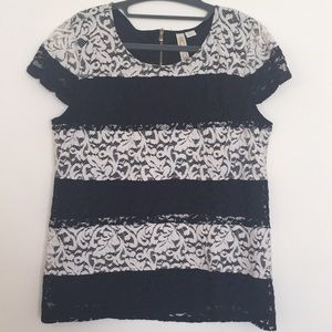 NWOT Women's Lace Short Sleeve Blouse